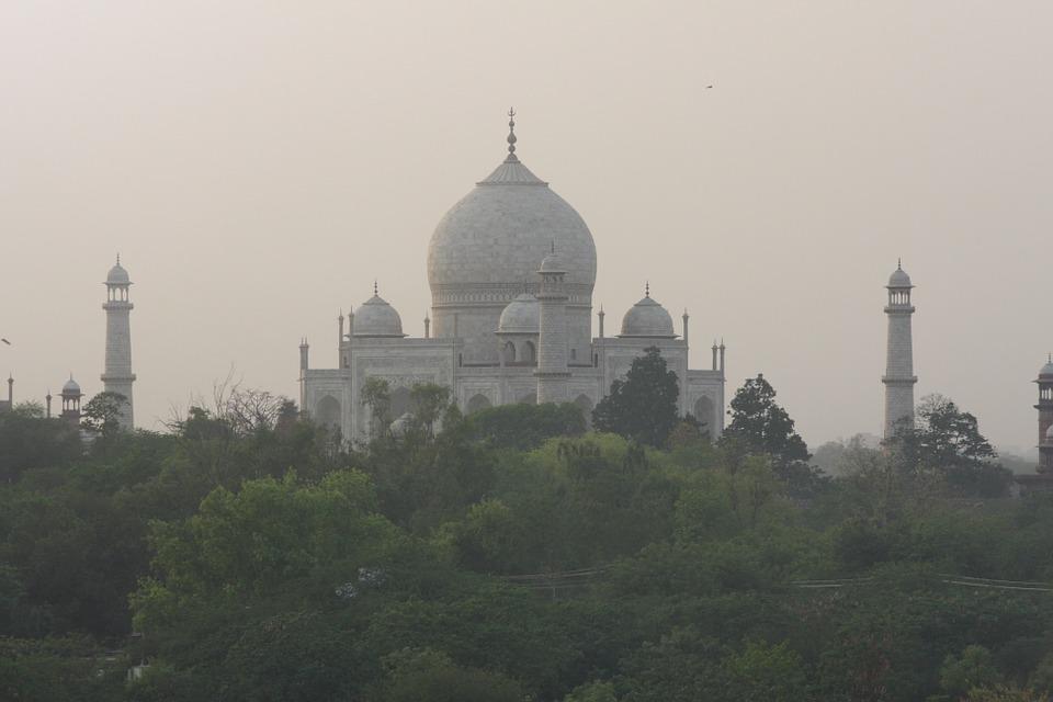 Taj wrapped in mist