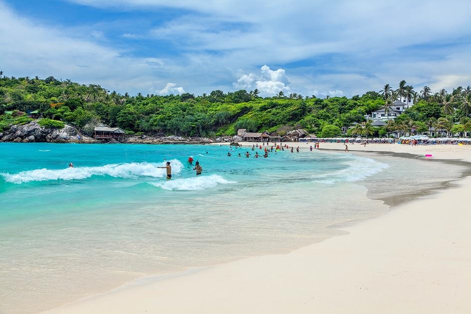 Raya Island swimming