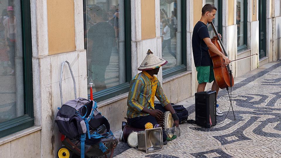 Lisbon street performers